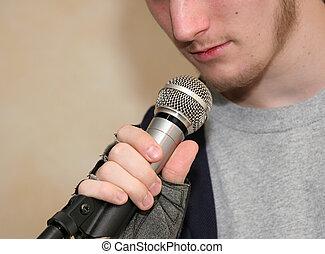 segurando, microfone