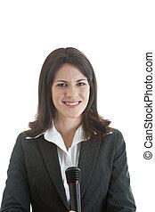 segurando, microphone., isolado, enquanto, branca, câmera, mulher sorri, feliz, caucasiano, experiência.