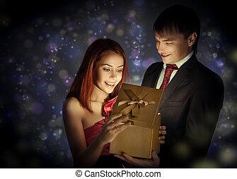 seine, geschenk geben, geliebt, glücklich, mann