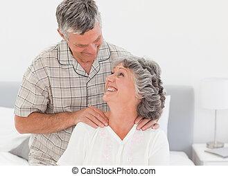 seine, pensioniert, ehefrau, geben, massage, mann