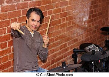 seine, trommel- stöcke, schlagzeugspieler, musik, trommeln, hände, studio, elektronisch, spielende