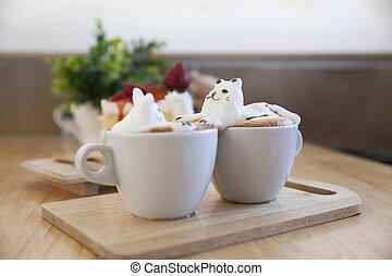 seitenansicht, von, latte, bohnenkaffee, garnierung, gemacht, per, milchschaum, oberseite, auf, der, tasse heißen kaffees, ., ort, auf, der, holz, tisch