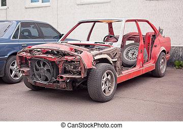 seitenansicht, von, rotes , altes , rostiges , auto