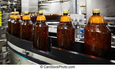 sekély, palack, dof., kézbesítő, process., összpontosít, műanyag, víz, sör, szelektív, factory., új, ivás, gyári, öv