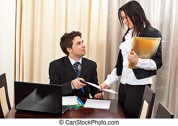 sekreterare, konversation, man, affär, ha