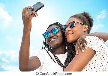 selbst, mädels, zwei, verschieden, telefon., afrikanisch, porträt, nehmen