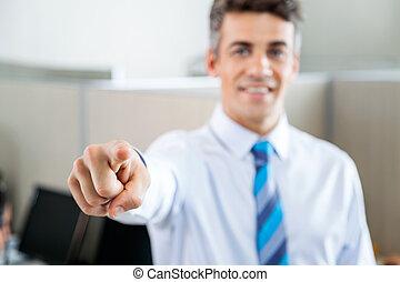 selbstsicherer manager, anruf- mitte, zeigen