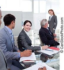 selbstsicherer manager, besprechen
