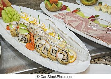 selección, de, frío, aperitivos, en la exhibición, en, un, restaurante, buffet