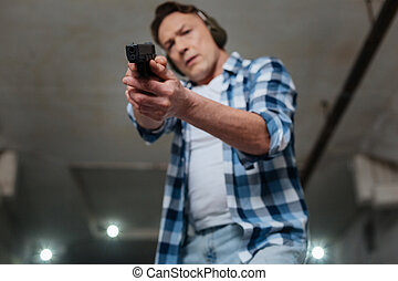 Selective focus of a handgun being in use