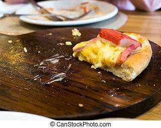 selekteer, focust, stuk, van, seafood, pizza, op, een, houten, tray.the, achtergrond, is, restaurant