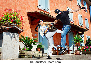 Self defence in the street - Good looking pretty woman ...