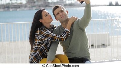 selfie, bord mer, couple, prendre, jeune