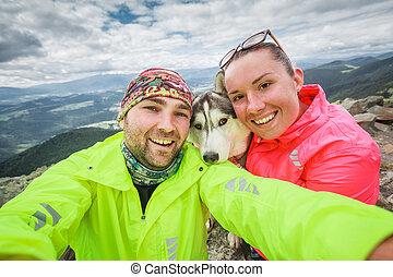 selfie, couple, chien, elle, bras