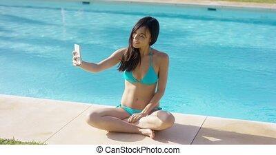 selfie, femme, poser, jeune, séduisant