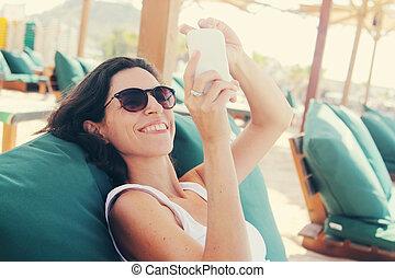 selfie, femme, téléphone., intelligent