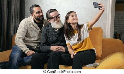 selfie, papy, prendre, petits-enfants