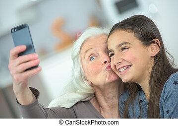 selfie, petite-fille, elle