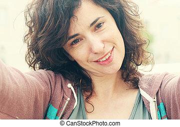 selfie, porträt, von, schöne , 35, jahre alt, woman., instagram, filter.