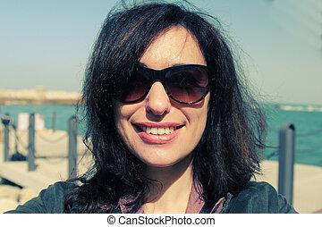 selfie, portré, közül, gyönyörű, 35, éves, nő