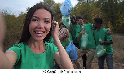 selfie, poser, volontaires, heureux, équipe, divers