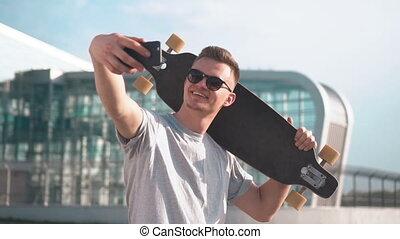 selfie, skateboarder, prend, heureux