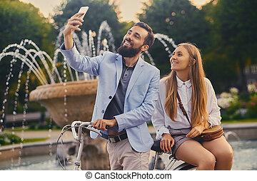 selfie, sur, arrière-plan., fontaine, date, couple, faire