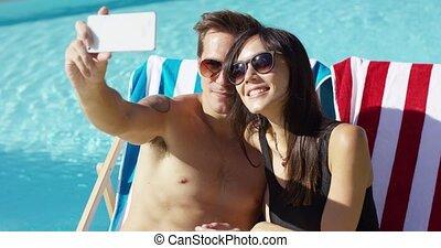 selfie, vacances, jeune, prendre, sourire, couple
