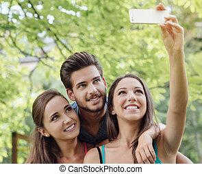 selfies, alegre, toma, parque, adolescentes
