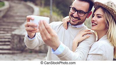 selfies, couple, amour, prendre, dehors