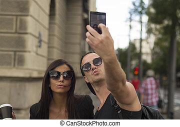selfies, levando, par, jovem