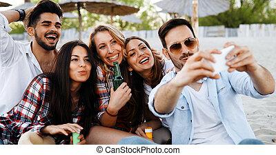 selfies, toma, feliz, jóvenes