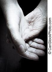 selfmassage, femme âgée, mains