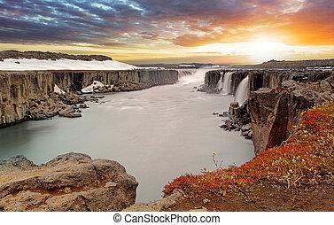 Selfoss waterfall in Vatnajokull National Park, Northeast ...