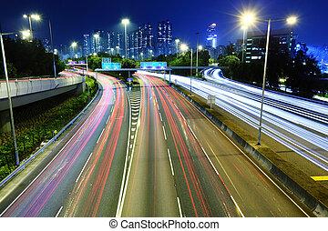 semáforo, rastros, à noite
