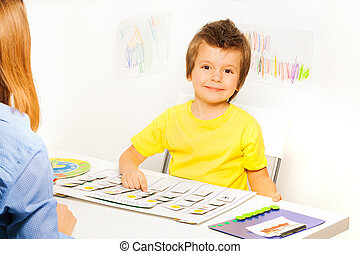 semaine, garçon, jeux, jours, jeu, apprendre, sourire