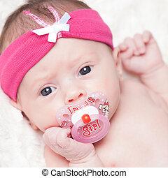 semana, antigas, apenas, recem nascido, estúdio, menina bebê, feliz, fotografado