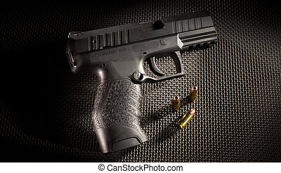Semi auto pistol - Semi automatic handgun with several of...
