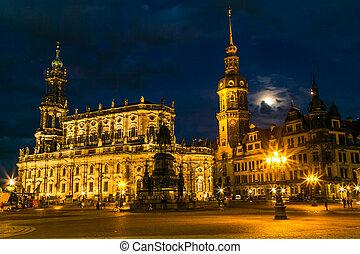 Semper opera in Dresden in beautiful summer night