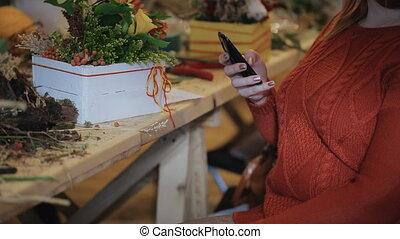 sends, completed., projet, individu, client, fleuriste, conception, message