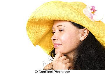 senhora jovem, em, amarela, chapéu