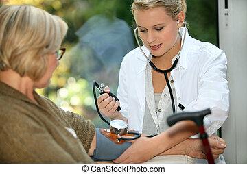 senhora, levando, antigas, enfermeira, cuidado