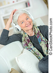 senhora, música, sênior, algum, escutar