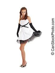 senhora, pretas, vestido branco