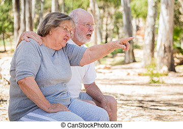 senior összekapcsol, élvez, outdoors