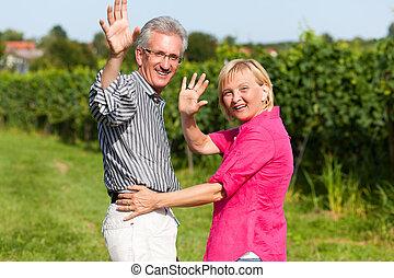 senior összekapcsol, birtoklás, jár