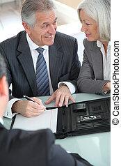 senior összekapcsol, cégtábla, otthon, megvásárol, összehúz