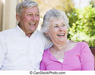 senior összekapcsol, együtt, nevető