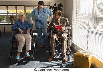 senior összekapcsol, otthon, kilátás, orvos, női, beszéd, disable, elülső