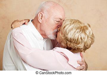 senior összekapcsol, -, romantikus, csókol